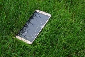 El móvil, el compañero de viaje menos seguro durante el verano