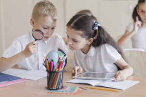 Solo el 38,5% de los padres creen que los colegios deben enseñar a hacer un buen uso de la tecnología