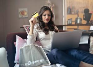 Domingos por la mañana, el momento escogido por los españoles para realizar sus compras online