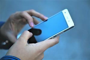 El móvil es el dispositivo más utilizado por los españoles para conectarse a Internet